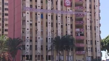Moradores reclamam do número de assaltos próximo ao hotel Torre Palace - O problema acontece desde que o hotel foi fechado. Moradores dizem que não há nenhuma segurança próximo ao local.