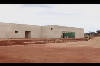 Prazo de entrega de obras do sistema prisional é prorrogado em Uberlândia - Construção do presídio feminino deveria ser finalizada em 2014. Seds informou que busca recursos para dar continuidade às obras.