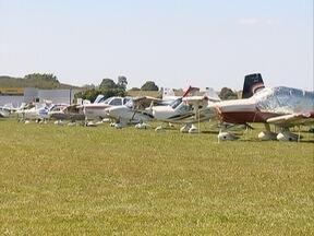 Evento da aviação de pequeno porte é realizado em Regente Feijó - Aviashow reúne pessoas de diversos países.