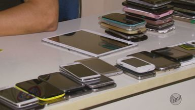 Donos buscam celulares roubados durante show sertanejo em Varginha (MG) - Donos buscam celulares roubados durante show sertanejo em Varginha (MG)