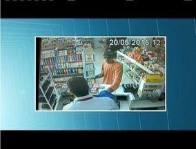 PM procura suspeitos de assalto a farmácia em Santana do Paraíso - Imagens do circuito de segurança mostram ação de um dos bandidos.