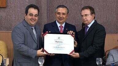 Senador Eduardo Amorim recebe título de cidadão aracajuano - O senador Eduardo Amorim recebe na Câmara de Vereadores da Capital o título de cidadão aracajuano.