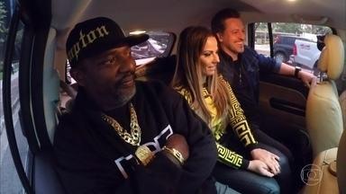 Huck recebe Mr. Catra, Viviane Araújo e Rick Bonadio no Vou de Táxi - Artistas mostram talentos no táxi dirigido por Luciano