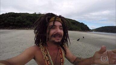 Paolla Oliveira aceita convite de Marco Luque - O personagem Musta convida a atriz para dar uma volta na praia