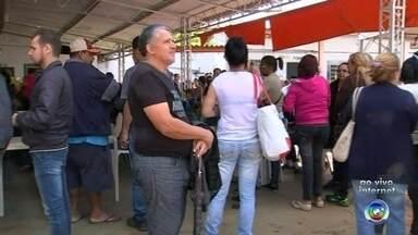 Inscrições para projeto habitacional em Sorocaba têm terceiro dia de filas - A chance de ser sorteado para um programa de moradias populares em Sorocaba (SP) continua levando muita gente para fila de inscrição.