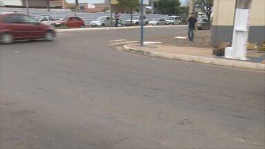 Faixa de pedestre da Avenida Vieira Caúla ainda não foi pintada - Secretaria de Trânsito disse que serviço deve ser feito na noite desta segunda-feira (23).