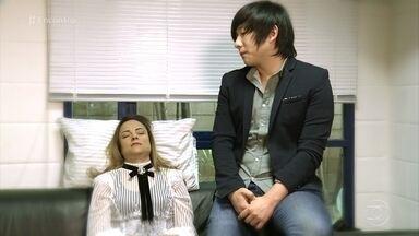 Pyong Lee mostra sessão de hipnose nos bastidores do 'Encontro' - Dr. Fernando Gomes Pinto explica que 15 minutos de hipnose pode relaxar o equivalente a 4 horas de sono. Patrícia conta como foi a sensação de ser hipnotizada