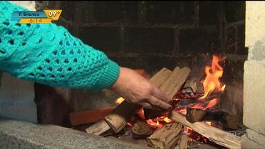 Bombeiros alertam para perigos de incêndios nessa época de frio - Tem que tomar muito cuidado com aquecedores e lareiras