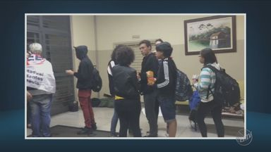 Alunos de escolas estaduais ocupam diretoria de ensino de Americana - Pelo menos 25 estudantes entraram no prédio.