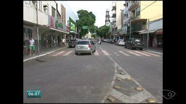 Ruas são fechadas para a confecção de tapetes de Corpus Christi, no Sul do ES - Oitenta mil pessoas vão participar da confecção dos tapetes em Castelo. As ruas serão fechadas na quarta-feira às 18h.