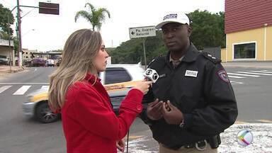 PMR reforça fiscalização nas estradas da Zona da Mata durante feriado de Corpus Christi - Operação começou na madrugada desta quarta-feira (25). Polícia orienta que, em casos de nevoeiro, os motoristas devem se distanciar do carro da frente e redobrar a atenção.