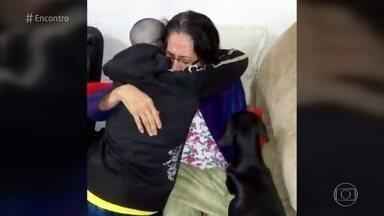 Jovem de 17 anos raspa a cabeça para apoiar a avó com câncer de mama - Miriã emocionou a avó que está em tratamento