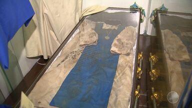 Roupas originais de Irmã Dulce estão em exposição no Memorial Irmã Dulce, em Salvador - As peças foram usadas no sepultamento dela e estão sendo expostas pela primeira vez; veja.