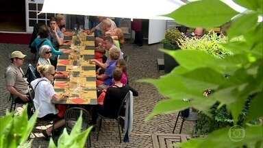 Cidade na Itália ensina a comer sem pressa e com mais prazer - O Slow Food nasceu em Bra e renovou a economia de pequenas cidades que descobriram que poderiam viver da boa mesa e do vinho.