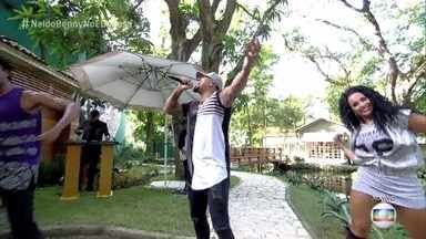 Naldo Benny canta Exagerado no É de Casa - O programa começa em clima de festa