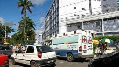 Tiroteio deixa cliente de mercadinho e assaltante feridos no Recife - Caso aconteceu no bairro dos Coelhos, na área central da capital.