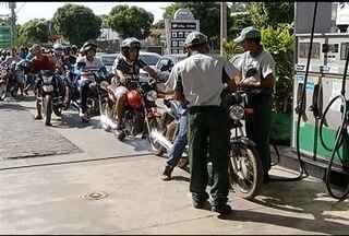Minaspetro promove campanha 'Dia da Liberdade de Impostos' em Minas - Em Montes Claros, a gasolina foi vendida por R$ 1,99.