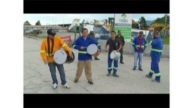 Funcionários da Nova Subida da Serra protestam contra convocação de funcionários - Funcionários estão em greve por falta de pagamentos.