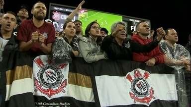 Corinthians fura a retranca do Santos e consegue vitória na Arena - Corinthians fura a retranca do Santos e consegue vitória na Arena