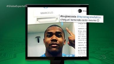 Na Rede: Douglas Costa visita o Grêmio e posta foto no vestiário - Assista ao vídeo.