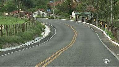 Motoristas reclamam de aumento no número de acidentes em estrada do Murici - Moradores pedem instalação de lombadas no local.