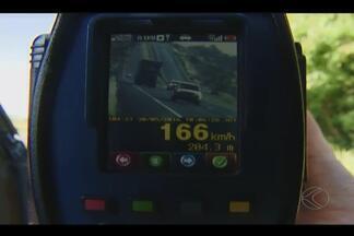 Mais de oito mil motoristas são flagrados em alta velocidade nas rodovias de MG - Flagrantes foram registrados pela Polícia Rodoviária Federal (PRF) nas estradas do estado.