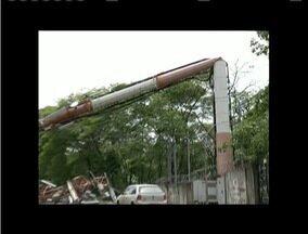 Após queda de torre, moradores de Ipatinga ficam sem sinal de telefone no Bairro Cariru - Problema começou em dezembro.