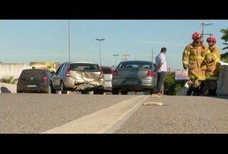 Treze carros e um caminhão se envolvem em três acidentes na Ponte Wilson Mendes - Ocorrências foram nesta quarta-feira (2).