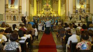 Fieis iniciam comemorações e homenagens ao santo mais popular do Brasil - A igreja Nossa Senhora da Vitória está realizando uma trezena em louvor a Santo Antonio.
