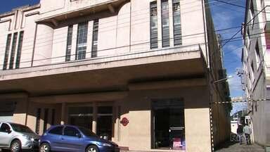 O Cine-Teatro Luz deve voltar a funcionar até o fim do ano, em União da Vitória - O local é um dos principais espaços culturais de União da Vitória.