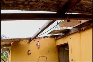 Tornado, chuva e ventania provocam estragos em distrito de Itapecerica - Morador enviou fotos que mostram resultado do temporal de quarta (1º). Inmet afirmou que tornado foi provocado por passagem de uma frente fria.