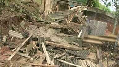 Chuva provoca estragos em Cachoeiro de Itapemirim, no Sul do ES - A EDP Escelsa inormou que até às 22h a energia será restabelecida.