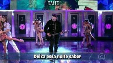 Dalto canta 'Muito Estranho' - Plateia canta junto com o cantor no 'Domingão'