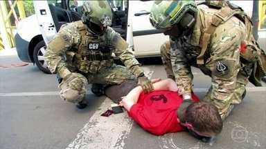 Francês é preso por suspeita de planejar atentados durante a Eurocopa - O serviço secreto ucraniano garante que o plano era explodir pontes, estações de metrô, mesquita, sinagoga e prédios do governo. Eles falam em 15 alvos, inclusive perto dos estádios.