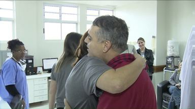 HU de Londrina comemora 102 transplantes de medula óssea - A Unidade de Transplantes de Medula Óssea do HU está completando 6 anos. E o ParanáTV conta um pouco da história desse setor.