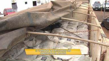 37 toneladas de fertilizantes falsificados são apreendidas pela polícia - A carga vinha de Paranaguá e seguia para Alto Piquiri.