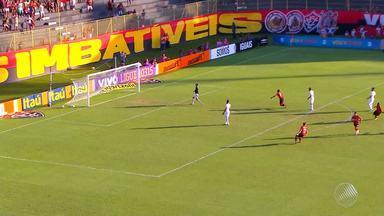 Vitória vence o Internacional e torcida respira aliviada - Time estava perto da zona de rebaixamento na tabela do Campeonato Brasileiro.