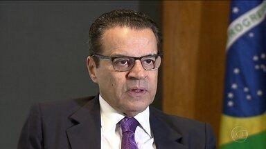 Rodrigo Janot afirma que Henrique Alves se beneficiou com dinheiro desviado da Petrobras - O ministro do Turismo é um dos aliados mais próximos de Michel Temer.