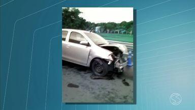 Acidente deixa homem ferido na BR-040, em Levy Gasparian, RJ - Vídeo da batida foi enviado através do WhatsApp da TV Rio Sul, por Victor Barriol.