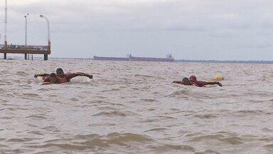 Corpo de bombeiros fazem simulação de salvamento aquático no dia Amazonas - O corpo de bombeiros realizou na segunda-feira (13) uma simulação de salvamento aquático no Rio Amazonas, como parte da programação do mês do bombeiro militar.