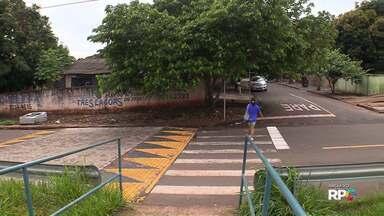 Começam as obras para reposicionar faixas elevadas do Contorno Norte em Maringá - As faixas foram colocadas fora da entrada das passarelas.