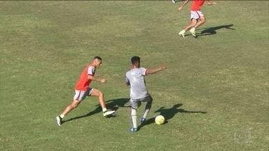 Com mudanças, Fluminense treina para confronto contra o Corinthians pelo Brasileirão - Marcos Júnior entrou no lugar de Maranhão.