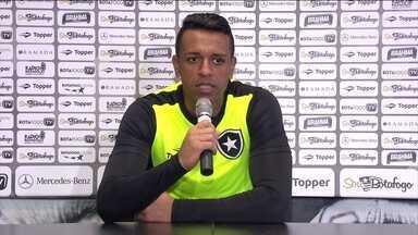 Goleiro Sidão diz que está preparado para ser um dos líderes do Botafogo - Sassá deve entrar no lugar de Ribamar no jogo contra o América-MG.