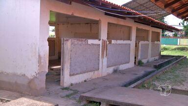 Alunos reclamam de problemas na escola São Felipe após reforma parcial - De acordo com os estudantes, mesmo com a reforma, existem outros problemas que dificultam o aprendizado. A instalação elétrica é improvisada.