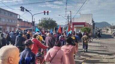 Funcionários da Codesavi estão em greve em São Vicente - Os trabalhadores estão parados desde quarta-feira (8). Essa é a oitava paralisação desde o ano passado [2015].