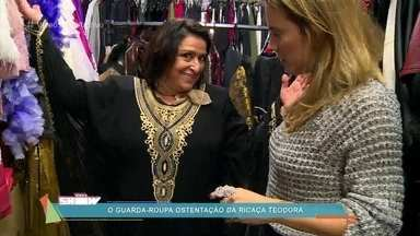 Grace Gianoukas se diverte com os looks de Teodora Abdala - Atriz defende sua personagem em 'Haja Coração' e diz que ela é chique e gosta de luxo