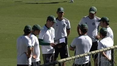 Na estreia de Léo Condé, Goiás visita o Paraná - Há sete jogos sem vitória na Série B, time esmeraldino aposta em novo treinador.