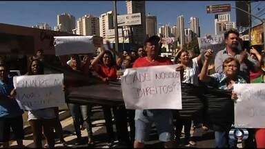 Comerciantes reclamam de proibição para estacionar na Avenida Jamel Cecílio, em Goiânia - Eles fizeram um protesto por conta da decisão, tomada para dar mais celeridade ao transporte coletivo.