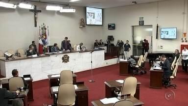 Câmara de Rio Preto aprova reajuste de 3,25% nos salários de servidores - Os vereadores de São José do Rio Preto (SP) aprovaram na sessão desta terça-feira (14), projeto do prefeito Valdomiro Lopes (PSB) que concede reajuste de 3,25% para os servidores municipais. O reajuste ficou abaixo da inflação dos últimos 12 meses, que é de 10,6%.