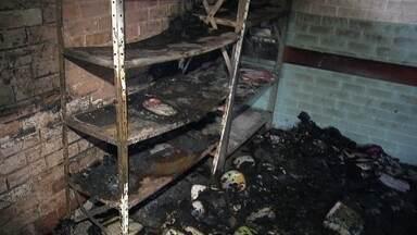 Três adolescentes confessam que são responsáveis por incêndio em escola no DF - A polícia investiga também denúncias de envolvimento dos adolescentes com o tráfico de drogas e pequenos roubos.
